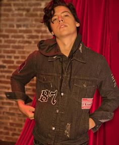 Cole Sprouse for Bench Sprouse Bros, Dylan Sprouse, Dylan Und Cole, Cole Sprouse Aesthetic, Cole Spouse, Zack Y Cody, Cole Sprouse Jughead, Riverdale Cole Sprouse, Riverdale Cast