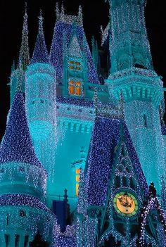 Illumination, Cinderella's Castle, DisneyWorld   Holy shit this makes me so unreasonably happy