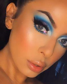 Makeup Eye Looks, Sexy Makeup, Blue Eye Makeup, Makeup Eyes, Makeup Art, Beauty Makeup, Stila Glitter And Glow, Glitter Makeup, Makeup Brush Uses