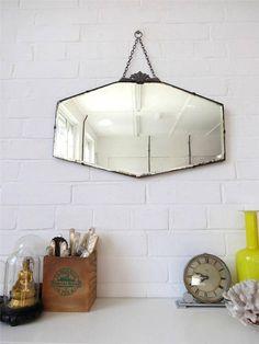Vintage Art Deco bord biseauté miroir au mur avec les détails du Chrome