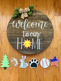 Round Welcome Door Plaque with Interchangeable Signs – The Rustic Peach Wooden diy - Wooden crafts - Diy Signs, Wood Signs, Wooden Door Signs, Rustic Signs, Crafts To Make, Fun Crafts, Wood Projects, Craft Projects, Craft Ideas