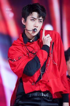 Sehun - 160618 2016 Suwon K-Pop Super Concert Credit: Betting Play. (2016 수원 케이팝 슈퍼콘서트)