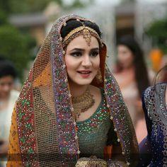 Hair Puff, Plum Wedding, Sari, Crown, Bride, Instagram Posts, Fashion, Saree, Wedding Bride