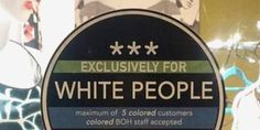 """RACISME - Le maire d'Austin, capitale du Texas, a vivement condamné le geste d'individus qui ont apposé des autocollants sur lesquels était écrit """"réservé aux Blancs"""" sur la devanture de commerces d..."""