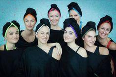 Maillots de bain gainants et élégants pour femmes et hommes + accessoires bien pensés : des bonnets sans couture aux ballerines pliables   Photo par Pierre-Anthony Allard