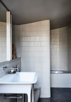 Caroline House by Kennedy Nolan, Vote for this project in the 2019 *Belle* Coco Republic Interior Design Awards Readers' Choice competition. Australian Interior Design, Interior Design Awards, Bathroom Interior Design, Home Interior, Interior Ideas, Interior Colors, Interior Livingroom, Interior Plants, Interior Modern