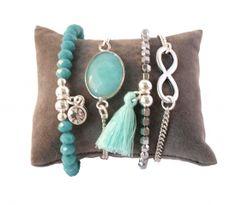 Armcady aqua blauw met een armbandje van facetkralen, jade eldelsteen, infinity bedel en een leuk kwastje!  http://www.wenn-sieraden.nl/armcandy-blauw