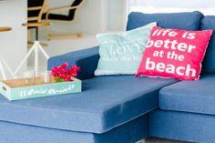 Huis in Willemstad, Curaçao. Een eigen steiger en strandje, een heerlijke passaat bries die door het huis waait. Op een rustige, veilige lokatie. Compleet gerenoveerde woning met open woonkamer met aangrenzend terras met wijds uitzicht op Spaanse Water. In beveiligd resort.  ...