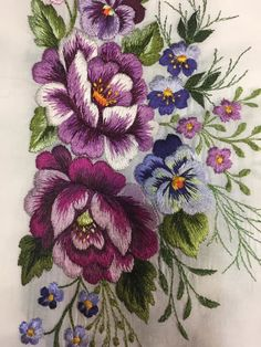 Wonderful Ribbon Embroidery Flowers by Hand Ideas. Enchanting Ribbon Embroidery Flowers by Hand Ideas. Floral Embroidery Patterns, Hand Embroidery Flowers, Machine Embroidery Applique, Free Machine Embroidery Designs, Silk Ribbon Embroidery, Crewel Embroidery, Japanese Embroidery, Broderie Bargello, Brazilian Embroidery