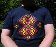 Футболка с элементами украинской вышивки. http://ladomag.ru/product/futbolka-ukrainskaya-vyshivka26/#.VbCxEqS37cs Ukrainian embroidery pattern