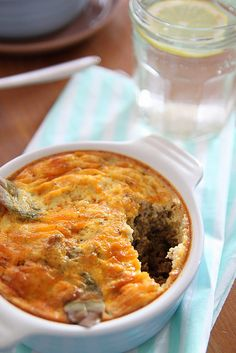 Do you want more ethnic food recipes in your life? Well you've come to the right place. Bobotie Meat Pie is a South African meat dish that originated from the blending of Dutch and South African cultures. Pie Recipes, Casserole Recipes, Great Recipes, Cooking Recipes, African Meat Pie Recipe, South African Recipes, Ethnic Recipes, Steak And Mushrooms, National Dish