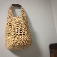 코바늘 - 샤인메쉬백 수업 : 네이버 블로그 Crotchet Bags, Crochet Beach Bags, Crochet Market Bag, Knitted Bags, Cute Crochet, Crochet Crafts, Knit Bag, Crochet Clutch, Crochet Handbags