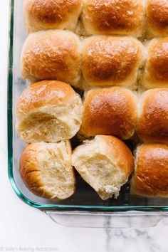Learn how to make fluffy and soft homemade butter dinner rolls from scratch with. - Learn how to make fluffy and soft homemade butter dinner rolls from scratch with this easy bread do - Basic Dinner Roll Recipe, Dinner Rolls Recipe, Recipes Dinner, Bread Dough Recipe, Roll Dough Recipe, Easy Bread, Keto Bread, Baked Rolls, Homemade Dinner Rolls