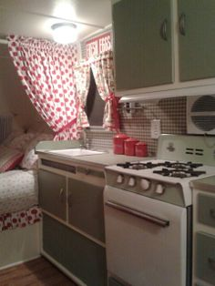 Refurbished / renovated camper #caravanremodel #campermakeover #camperdecoratingideas
