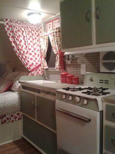 Refurbished / renovated camper #caravanremodel #campermakeover #camperdecoratingideas