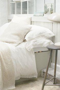 my scandinavian home: Time to get toasty Home Bedroom, Master Bedroom, Clean Bedroom, Le Logis, Decoration Bedroom, Room Decor, Manta Crochet, Home And Deco, Scandinavian Home