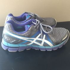 Asics Womens Gel-Excel33 2 cross trainers Gel bottom. Signs of wear. Very comfortable. asics Shoes Athletic Shoes