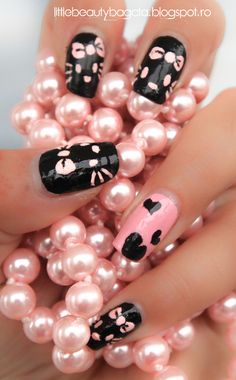 Hello Kitty Nails http://www.makeupbee.com/look.php?look_id=64894