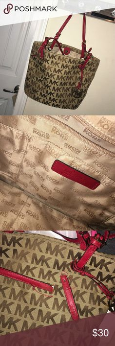 Michael Kors Tote Purse Bag. Excellent condition used a couple time. Black and Tan Michael Kors Bags Totes