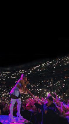 Ariana Grande Album, Ariana Tour, Ariana Grande Pictures, Beautiful Person, Beautiful People, Mac Miller And Ariana Grande, Ariana Grande Sweetener, Star Eyes, Ariana Grande Wallpaper