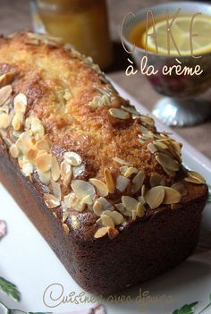 Cake with crème fraîche and candied fruit - Cuisine - Coffee Recipes Apple Coffee Cakes, Coffee Cake Muffins, Sponge Cake Recipes, Homemade Cake Recipes, Fruit Cake Design, Chocolate Fruit Cake, Fresh Fruit Cake, Sour Cream Coffee Cake, Cream Cake