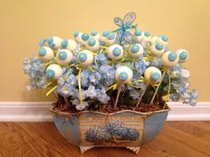 Cake pop flower bouquet...such a pretty display