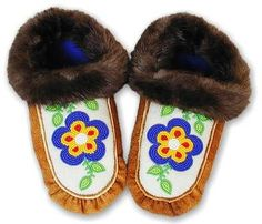 How to make moccasins with beads and fur. This is a great tutorial. Provides a list of supplies ans cutting and sewing directions. Have made many very similar in the past.