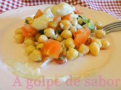 Ensalada de garbanzos estilo árabe  http://agolpedesabor.blogspot.com.es/2014/02/ensalada-de-garbanzos-estilo-arabe.html