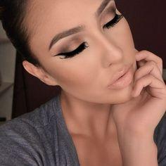 Soft eye shadow, winged liner & nude lips: fav makeup look