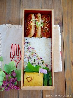 I love the simplicity of these bento meals.