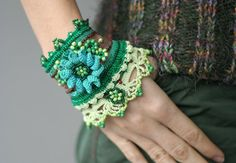 Dos Gardenias Para Ti - crochet cuff with crocheted flowers and malachite buttons via Etsy lovely