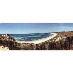 Je voudrais vous raconter Rottnest Island, le petit paradis sur terre au large de Perth et sa beauté sauvage  Ses nombreuses plages à couper le souffle, les adorables petits kokkas qui la peuplent et les 25 kilomètres de vélos que nous avons enduré pour la découvrir ♀️ Mais je préfère vous laisser mariner jusqu'à l'article !  . . Bon début de semaine à vous tous ! . . #perth #australia #australie #wa #westernaustralia #travel #trip #discover #rottnestisland #beach #paradise #summer #...