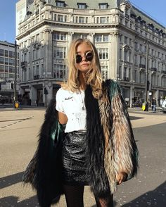 "9,374 Me gusta, 73 comentarios - Josefine H. J (@josefinehj) en Instagram: ""Hi London @hj.muse"""