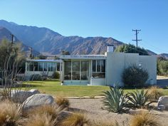 Miller House, Palm Springs,California A Richard Neutra design from 1937 Spring Architecture, Architecture Images, Beautiful Architecture, Landscape Architecture, Richard Neutra, Modern House Plans, Modern House Design, Modern Houses, Palm Springs California