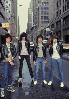 The Ramones, another band in my top three for sure. One of the original Punk Rock bands from Forest Hills, Queens, NYC in Classic songs that lighten any day Rock And Roll, Rock N Roll Music, Joey Ramone, Ramones, Punk Fashion, Trendy Fashion, Lolita Fashion, Heavy Metal, Historia Do Rock