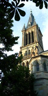 Eglise Saint etienne'église Saint-Etienne, érigée entre 1855 et 1860, est l'œuvre de l'architecte municipal Jean-Baptiste Schacre. Sa construction est rendue nécessaire par l'augmentation importante de la population ouvrière (majoritairement catholique). L'unique église Sainte-Marie ne suffit plus.