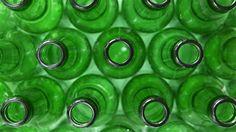 Le gouvernement québécois envisage d'instaurer une consigne pour recycler les bouteilles de vin. Quel est actuellement le parcours de ces bouteilles?