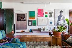 O apartamento em um prédio dos anos 50 não precisou de muito para cativar o casal, mas foram 7 meses de reforma até a decoração traduzir sua personalidade.