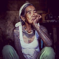 I guess I don't really have a hero or an idol in my life just lots of super inspirational people, but the closest thing to a hero in my eyes and my BIGGEST inspiration on this planet has to be Fang Od - she is 93 and has been traditionally handpoke tattooing in her village Buscalan in the municipality of Tinglayan , Kalinga her whole life - Her tattoo set up includes a strip of dried grass to mark the pattern in the skin, charcoal and water for the ink, a thorn attached to a bamboo ...
