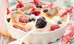 En klassisk fransk dessert, som oftest tilberedes med kirsebær men kan lige så godt tilberedes med friske sommerbær.