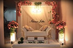 Color combos are the most important features in a decor . Wedding Walkway, Wedding Stage Backdrop, Wedding Backdrop Design, Desi Wedding Decor, Wedding Stage Design, Reception Backdrop, Wedding Stage Decorations, Engagement Decorations, Wedding Wall