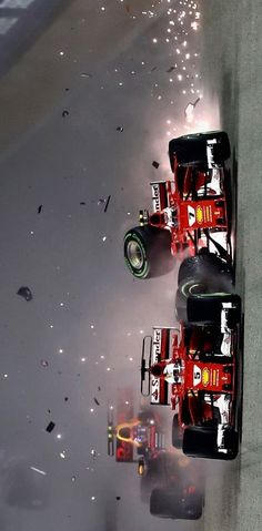 2017/9/17:Twitter:‪@F1onNBCSports‬: VIDEO: Carnage in Singapore as Vettel, Raikkonen and Verstappen crash out on first lap motorsports.nbcsports.com/2017/09/17/vet… #F1onNBC #SingaporeGP