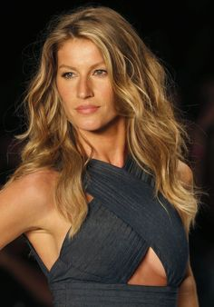 Gisele Bunchen's golden, beachy waves #wavyhair #beachwaves #wavyinspo #hairinspo #hairstlye #t3micro