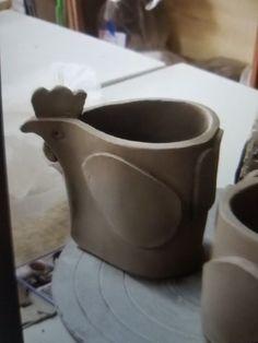 Most up-to-date Screen clay pottery pots Concepts Pot cocotte pour mamie cocotte Pottery Pots, Slab Pottery, Ceramic Pottery, Ceramics Projects, Clay Projects, Clay Crafts, Ceramic Birds, Ceramic Clay, Ceramica Artistica Ideas