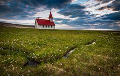 Jakub Polomski apaixonou-se, como vários outros fotógrafos, pela Islândia. Mas não é uma relação consensual.