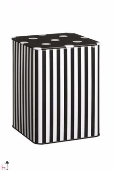 These tin boxes can be used in the kitchen, in the office or anywhere else at home to store, decorate and keep tidy.