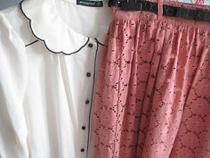 Scalloped collar, lace skirt, cute!