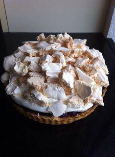 Cake with lemon crown - HQ Recipes Lemon Mousse Cake, Lemon Meringue Cheesecake, Cheesecake Recipes, Lemon Recipes, Tart Recipes, Cookie Recipes, Easy Lemon Pie, Pavlova Cake, Bbq Desserts