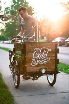 Ideas for food truck design ideas mobiles coffee shop Food Trucks, Coffee Carts, Coffee Truck, Bike Coffee, Beer Bike, Anjou Velo Vintage, Mobile Coffee Shop, Mobile Coffee Cart, Bike Food