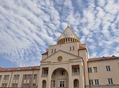 El 03 de mayo las elecciones parlamentarias se celebrarán en Nagorno Karabaj, durante el cual, según la mayoría de las predicciones, la coalición gobernante formada por tres partidos políticos continuará en su posición de liderazgo.